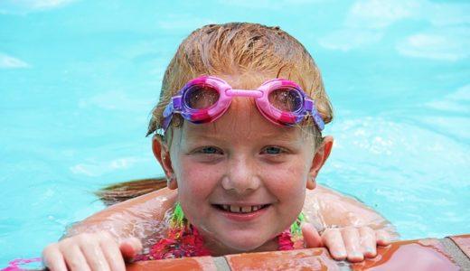 チコちゃんに叱られる!なぜプールに入ると目が赤くなるの?